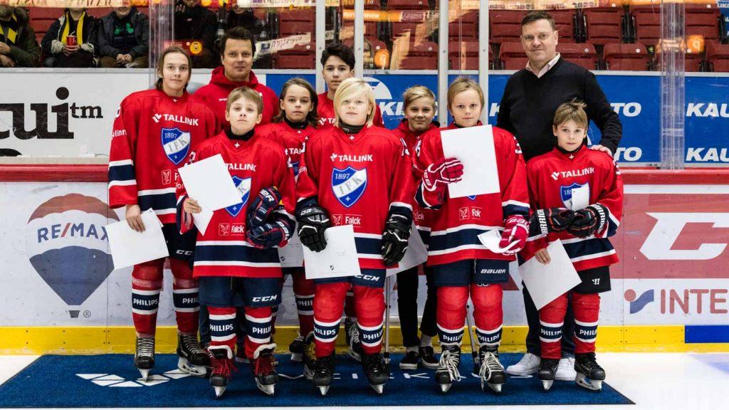 Tsemppareita ja esimerkillisiä jengikavereita – junioreita palkittiin KalPa-ottelussa
