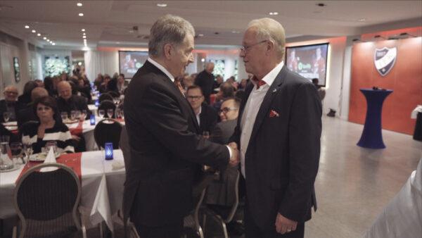 Tasavallan presidentti Sauli Niinistö vieraili Hexi Riihirannan juhlissa – katso haastattelu