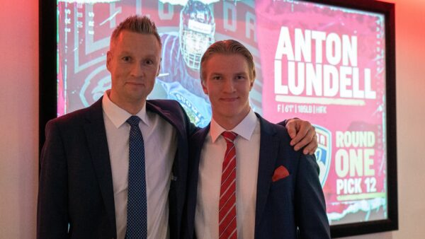 Perhe ja ystävät jännittivät Antonin kanssa NHL-varausta